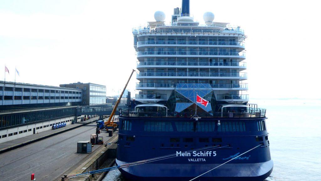 Mein Schiff am Terminal. Foto: Brina Stein