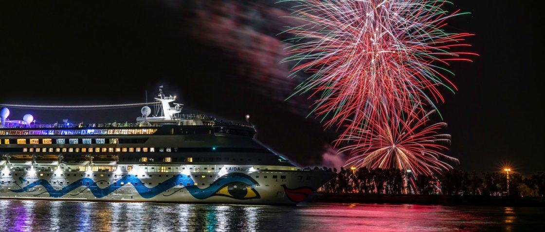 Die zweite AIDA Weltreise startet in Hamburg und zum ersten mal übernimmt die AIDAaura. Foto: AIDA/Jan Schugardt