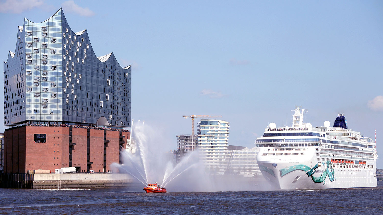 Erstanlauf der Norwegian Jade in Hamburg