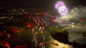 """Jedes Jahr ein beliebtes Event. """"Rhein in Flammen"""". Foto: NRW Tourismus"""