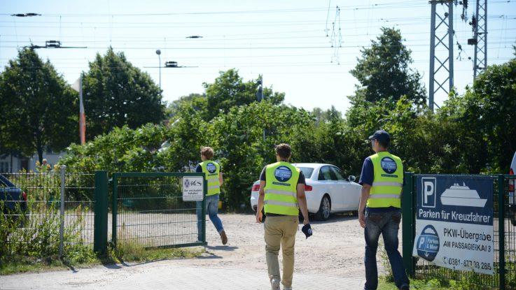 Parkplatz gesucht? Wir zeigen euch die Anbieter in Warnemünde.