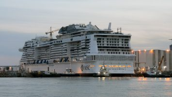 Noch wird an der MSC Meraviglia gearbeitet. Foto: lenthe/touristik-foto.de