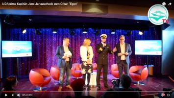 Kapitän Jens Janauscheck zur Sturmnacht auf AIDAprima. Unten geht es zum Video. Screenshot: CruiseStart