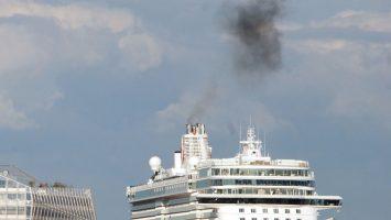 Ruß und Schadstoffe oder unternimmt die Kreuzfahrtindustrie genug? Foto:lenthe/touristik-foto.de