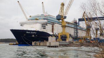 Die Mein Schiff 6 schwimmt und wird nun ausgerüstet um pünktlich im Juni 2017 zu starten. Foto: TUI Cruises
