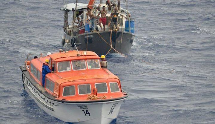 Die MS Albatros nimmt Schiffbrüchige auf. Foto: Phoenix Reisen