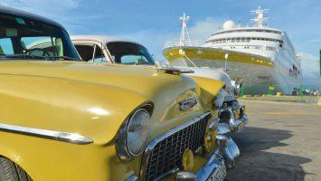 """Die MS Hamburg erinnert auf ihren Kubakreuzfahrten an den """"Buena Vista Social Club"""" - mit viel Musik und Aktionen einheimischer Künstler an Bord. Zudem steuert die MS HAMBURG sechs Häfen der angesagten Insel an und wird so zum Schiff für alle, die besonders viel von Kuba erleben wollen. Foto: PLANTOURS Kreuzfahrten"""