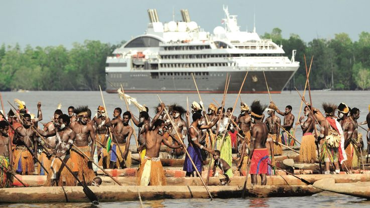 Die Ponant L'Austral bei Asmat in Papua Neuguinea. Foto: Ponant - Nathalie Michel