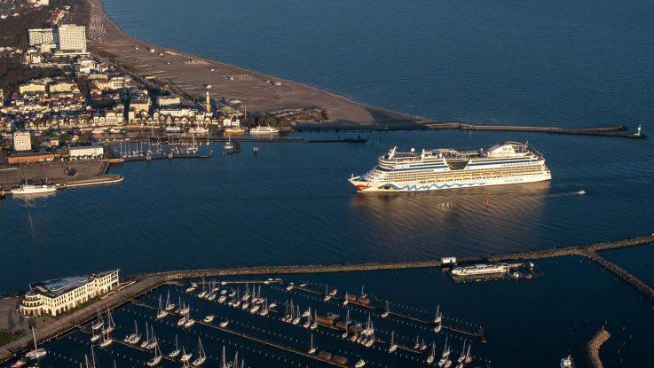 AIDAdiva eröffnet Kreuzfahrtsaison in Warnemünde. Foto: AIDA Cruises
