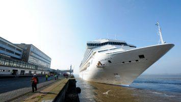 Erstanlauf in Bremerhaven. Die Costa Magica macht am Kai fest. Foto: Costa reuzfahrten/ Masorat