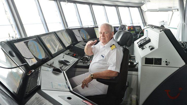 Kapitän Kjell Holm auf der Brücke. Foto: lenthe/touristik-foto.de