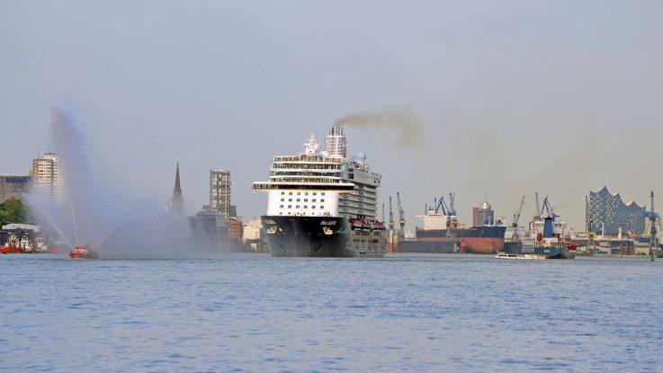 Die Taufe der Mein Schiff 6 im Livestream mitverfolgen. Foto: lenthe/touristik-foto.de