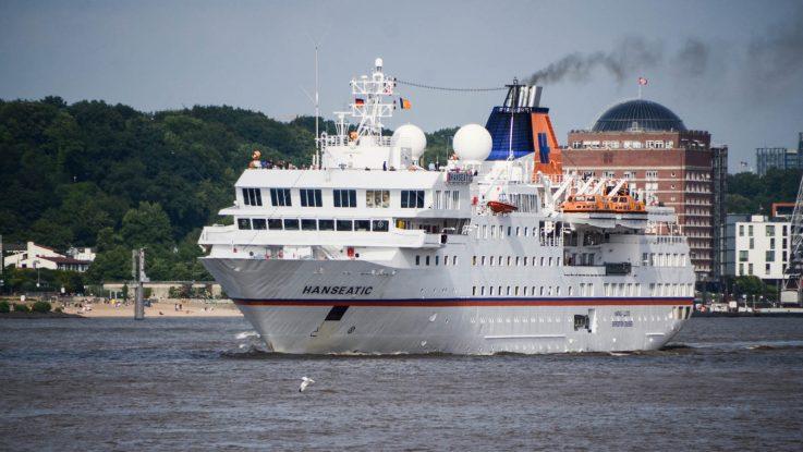 Die MS Resolute noch unter Namen MS Hanseatic im Hamburger Hafen. Foto: bergeest