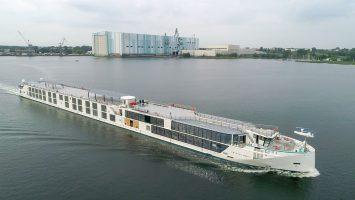 Die Crystal Bach auf der Ostsee vor Wismar. Foto: MV Werften