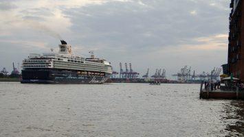 Zum letzten Mal als Mein Schiff 1 in Hamburg. Foto: bergeest