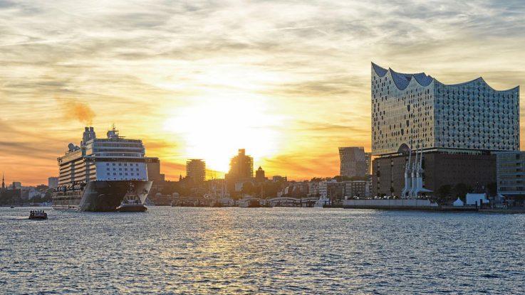 Die Taufe der Mein Schiff 6 in Hamburg war unser TUI Cruises Highlight 2017. Foto: lenthe/touristik-foto.de