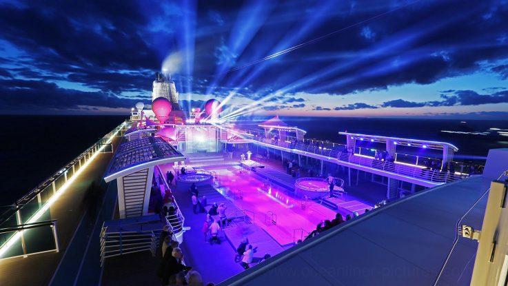 Meeresleuchten Lichtshow Mein Schiff 5. Foto: Oliver Asmussen/oceanliner-pictures.com