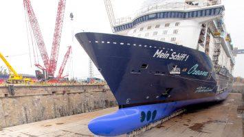 Das Baudock der neuen Mein Schiff 1 wurde erstmals mit Wasser gefüllt. Foto: TUI Cruises