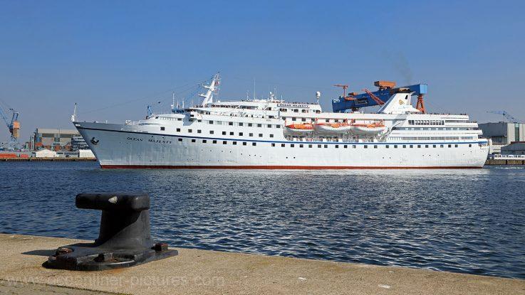 MS Ocean Majesty auslaufend aus dem Ostseehafen Kiel. / Foto: Oliver Asmussen/oceanliner-pictures.com