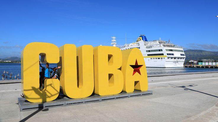 MS Hamburg in Santiago de Cuba. / Foto: Oliver Asmussen/oceanliner-pictures.com