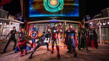 """Die """"Marvel Heroes Unite"""" Deck-Show während Marvel Day at Sea kombiniert Spezialeffekte, Stunts, Pyrotechnik und Musik, um eine sensationelle Stunt Show spektakulär auf den oberen Decks zu schaffen. Foto: Disney Cruise Line/ Matt Stroshane"""