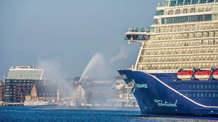 Die Mein Schiff 1 beim Erstanlauf in Kiel. Foto: Stephen Gergs/Port of Kiel