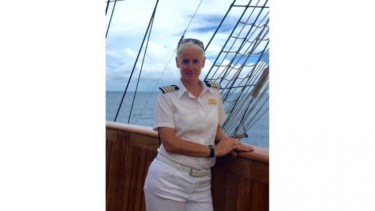 Kathryn Whittaker übernimmt als Kapitän das Steuer der Sea Cloud II. Foto: Sea Cloud Cruises