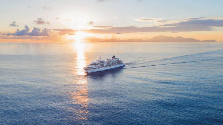 """m Rahmen der Transatlantikreise der Europa von Kapstadt nach Buenos Aires widmet sich das Symposium auf See zum Thema """"Der blaue Planet – Oase im Weltall"""" den spannenden Fakten und Herausforderungen ebenso wie den Emotionen rund um die Welt der Ozeane. Foto: Hapag-Lloyd Cruises"""