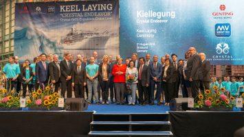 Gruppenfoto der geladenen Gäste bei der Kiellegung der Crystal Endeavor. Foto: MV-Werften