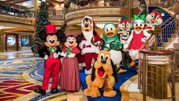 Weihnachten an Bord der Disney Cruise Line Schiffe mit Michey Maus und Co. Foto: Disney Cruise Line/Matt Stroshane