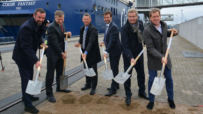 Erster Spatenstich. (Von Links: Claus, Pile, Nürnberger, Hundertmark, Buchholz, Kämpfe). Foto: Port of Kiel