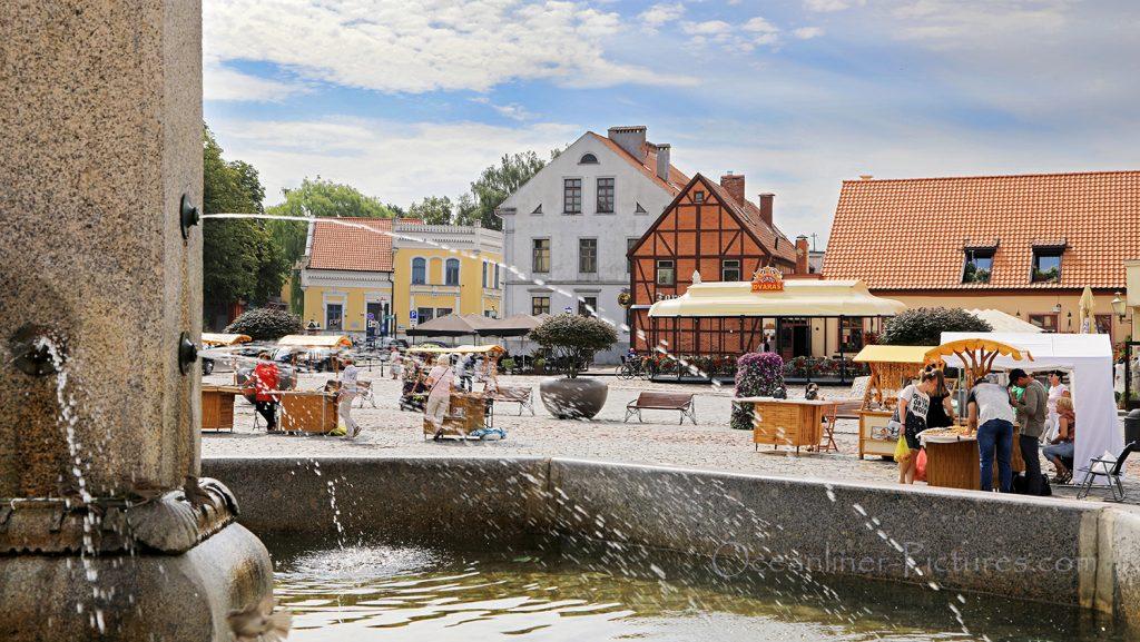 Ännchen von Tharau Brunnen und Theaterplatz in Klaipeda / Foto: Oliver Asmussen/oceanliner-pictures.com