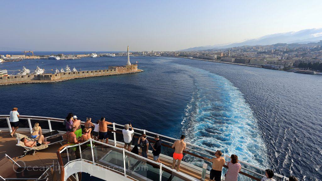 Abfahrt von Hafen Messina MSC Seaview / Foto: Oliver Asmussen/oceanliner-pictures.com