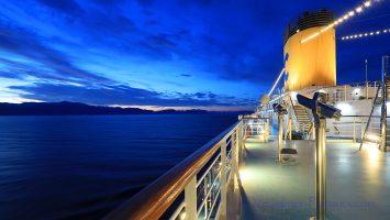 Am frühen Morgen mit der Costa Deliziosa vor Korfu / Foto: Oliver Asmussen/oceanliner-pictures.com