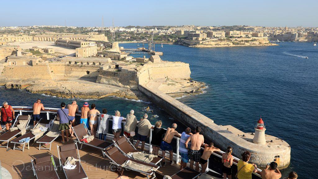 Blick auf Fort Ricasoli, Kalkara und Vittoriosa von MSC Seaview, Malta / Foto: Oliver Asmussen/oceanliner-pictures.com