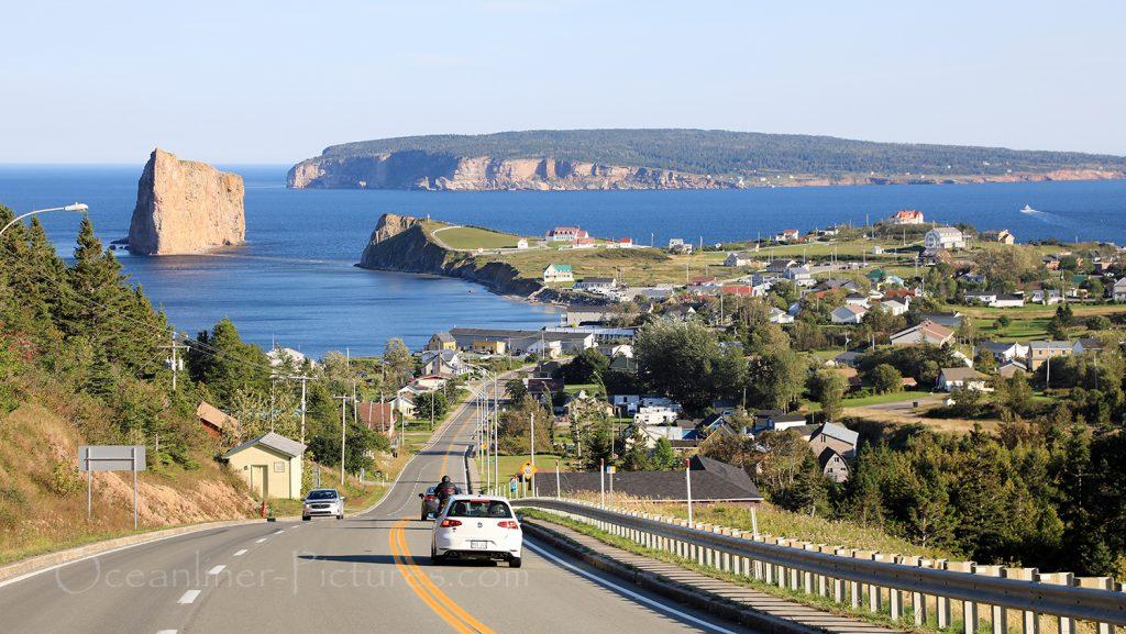 Blick auf Perce mit Felsen und Insel Bonaventure / Foto: Oliver Asmussen/oceanliner-pictures.com