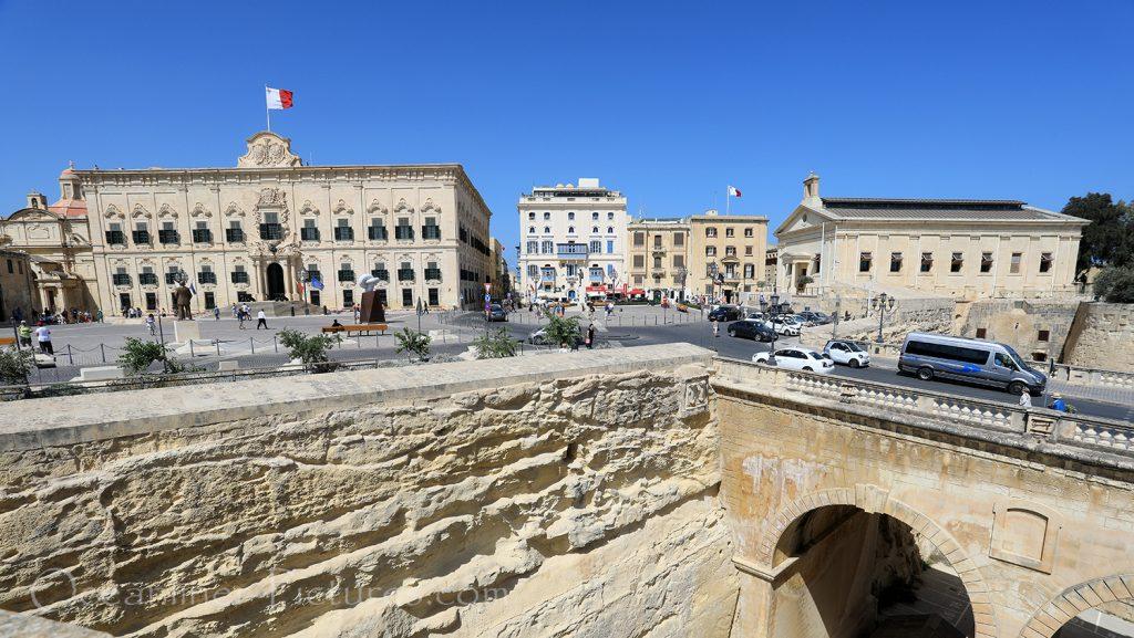 Blick auf den Castille Place in Valletta / Foto: Oliver Asmussen/oceanliner-pictures.com
