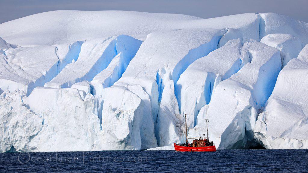 Bootsfahrt durch den Eisfjord in Ilulissat, Grönland / Foto: Oliver Asmussen/oceanliner-pictures.com