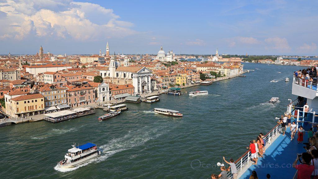 Costa Deliziosa Abfahrt aus Venedig / Foto: Oliver Asmussen/oceanliner-pictures.com