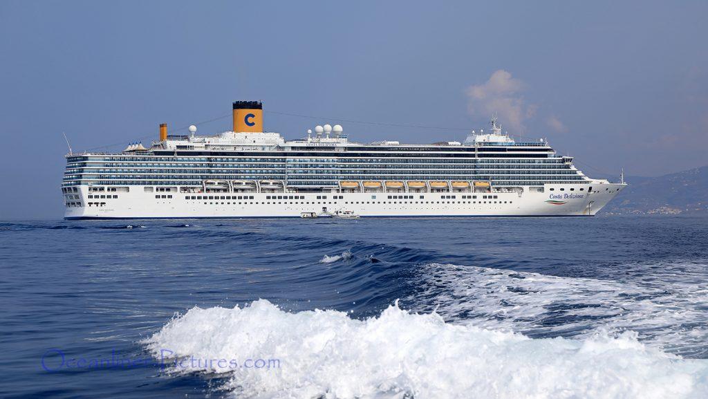 Costa Deliziosa vor Mykonos / Foto: Oliver Asmussen/oceanliner-pictures.com