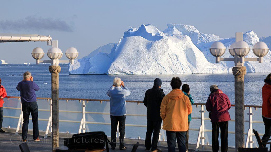 Eisberge von Bord der MS Hamburg bei Uummannaq, Grönland / Foto: Oliver Asmussen/oceanliner-pictures.com