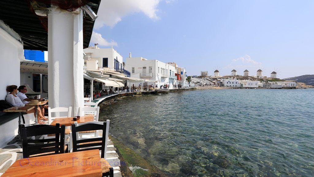 Erstklassige Lage der Restaurants in Little Venice, mit Blick auf die Kato Mili Windmühlen / Foto: Oliver Asmussen/oceanliner-pictures.com