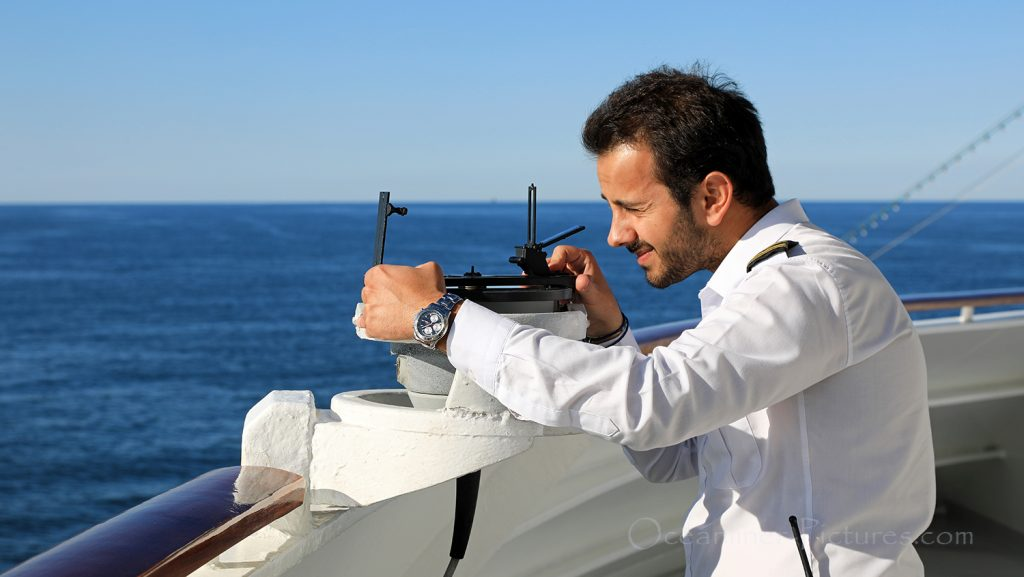 Kursbestimmung mit Sextant MS Hamburg / Foto: Oliver Asmussen/oceanliner-pictures.com