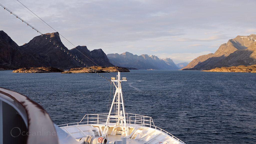 MS Hamburg Einfahrt in Kangerlussuaq-Fjord / Foto: Oliver Asmussen/oceanliner-pictures.com