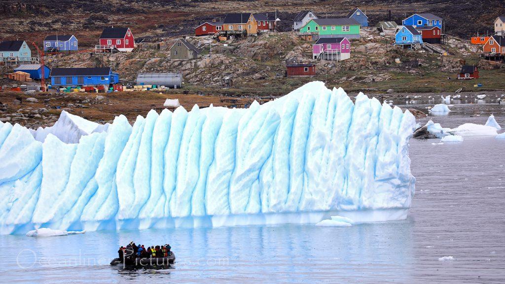 MS Hamburg Zodiac-Fahrten zu den Eisbergen bei Saqqaq in Grönland / Foto: Oliver Asmussen/oceanliner-pictures.com