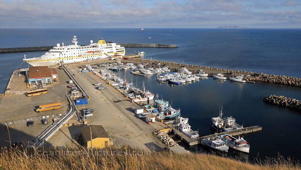 MS Hamburg im Hafen Cap-aux-Meules, Iles de la Madeleine / Foto: Oliver Asmussen/oceanliner-pictures.com