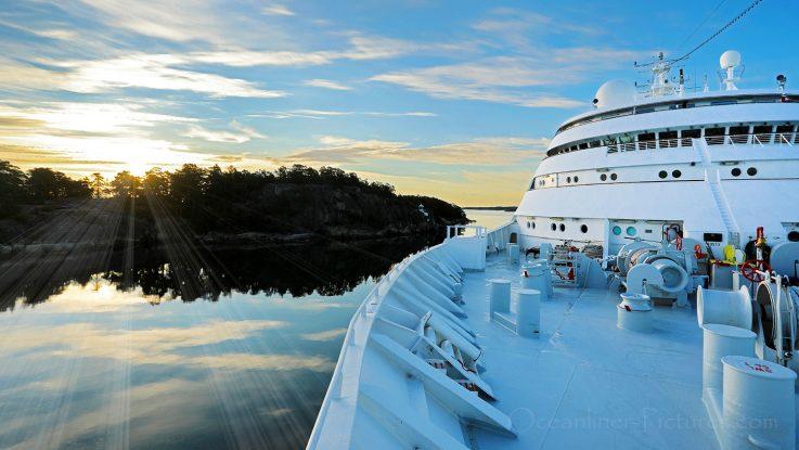 MS Hamburg morgens in den Schären vor Stockholm / Foto: Oliver Asmussen/oceanliner-pictures.com