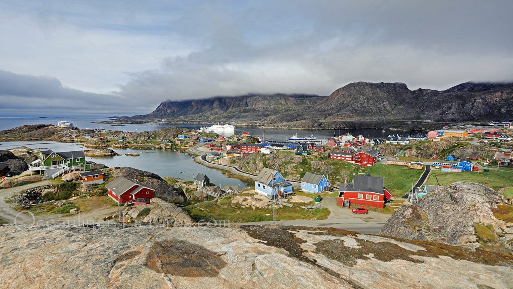 MS Hamburg vor Sisimiut, Grönland / Foto: Oliver Asmussen/oceanliner-pictures.com