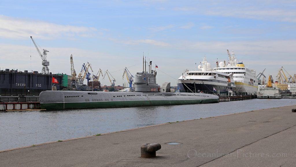 Museums-U-Boot, MS Clio und MS Hamburg / Foto: Oliver Asmussen/oceanliner-pictures.com