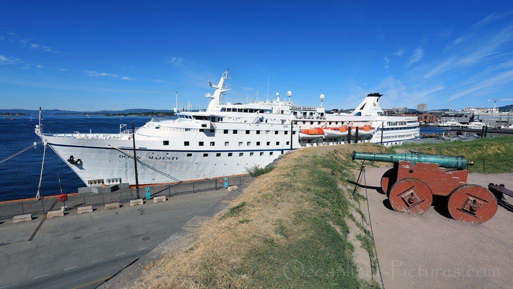 Ocean Majesty am Liegeplatz vor Festung Akershus in Oslo / Foto: Oliver Asmussen/oceanliner-pictures.com